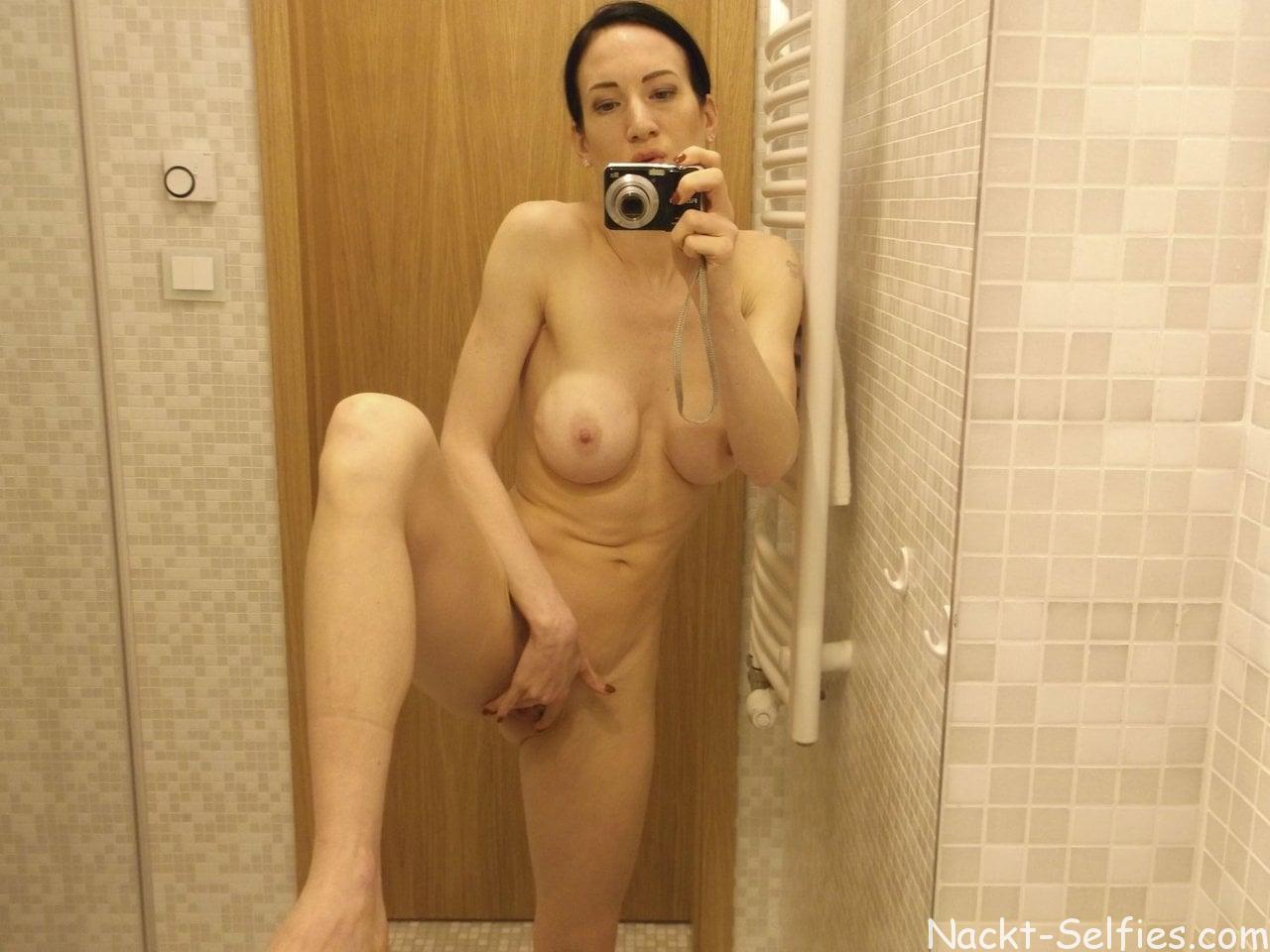 Amateur Nackt Selfie Alissa 04
