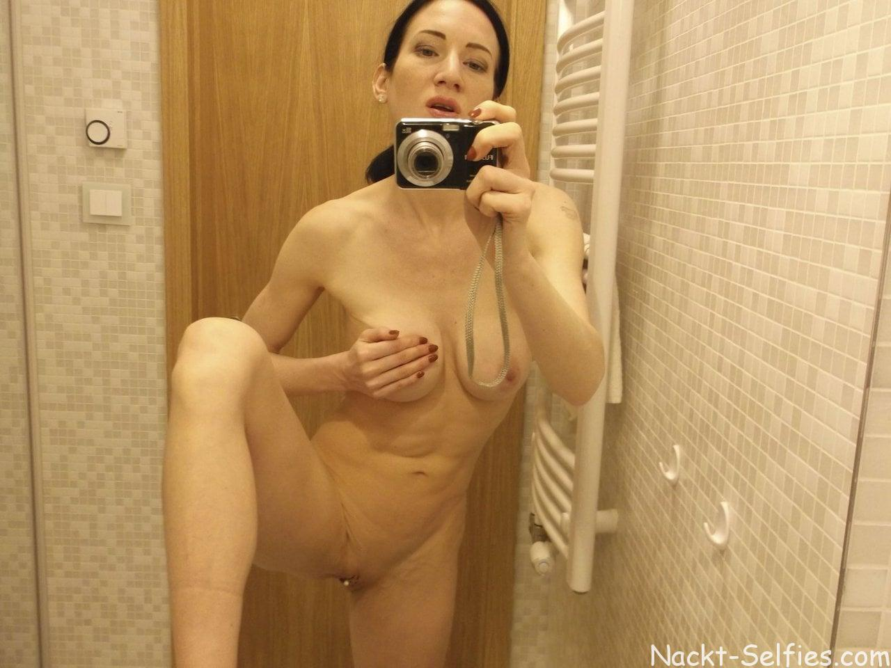 Amateur Nackt Selfie Alissa 05