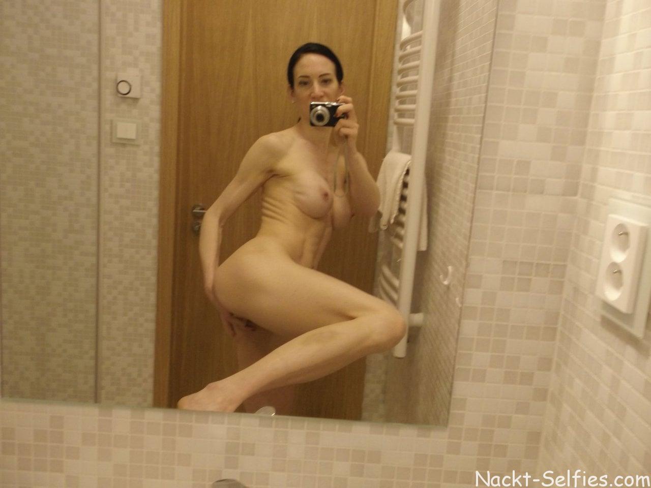 Amateur Nackt Selfie Alissa 06