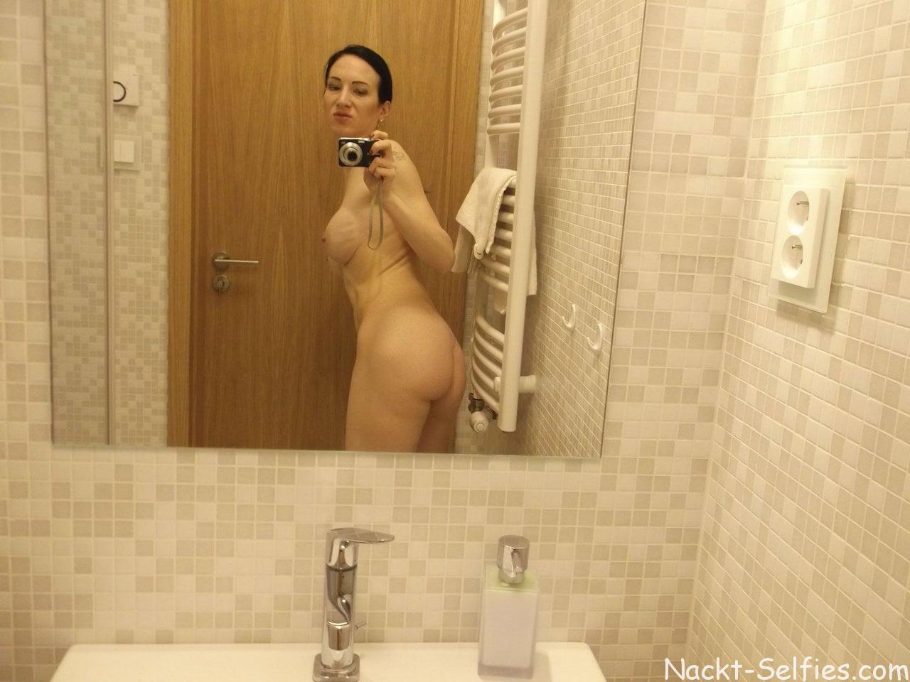 Amateur Nackt Selfie Alissa 08