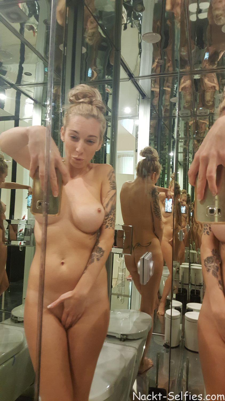 Amateur Nackt Selfie Evelyn 06