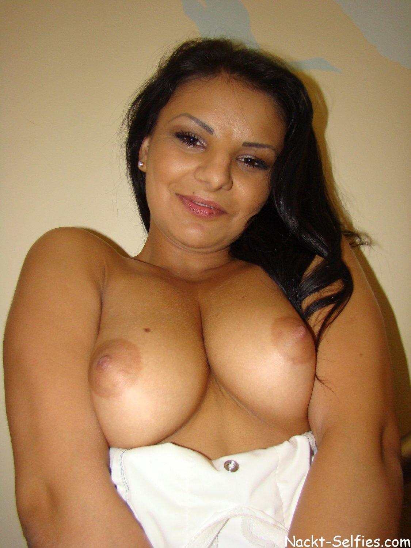privates Nackt Selfie 02 von Muslima Aysha (22)
