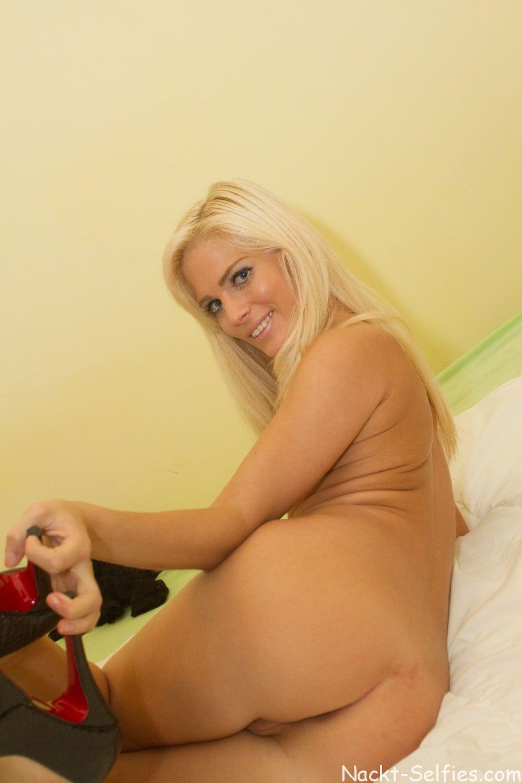 Blond und Nackt Emmy Bild 09