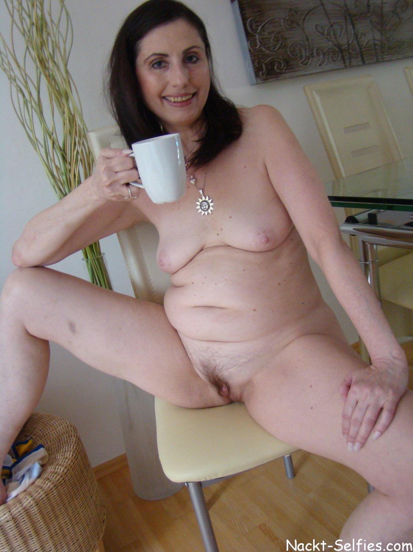privates Nacktfoto 03 von geiler Oma Brigitte (56)