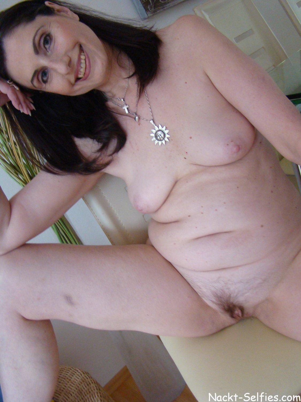privates Nacktfoto 04 von geiler Oma Brigitte (56)