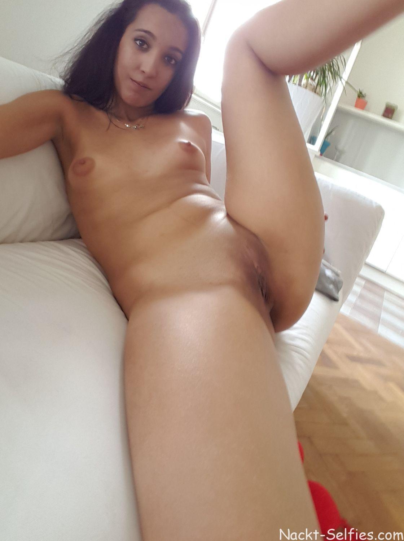 Geiles Nackt Selfie Schülerin Aida 05