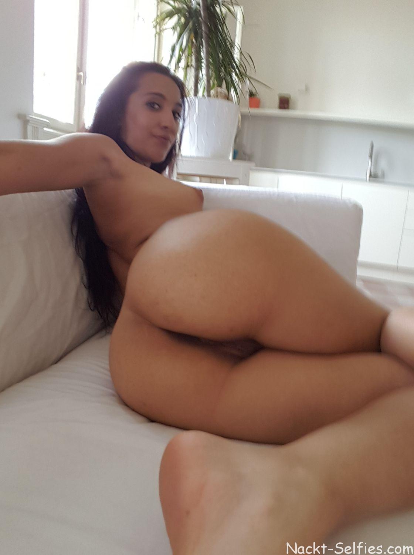 Geiles Nackt Selfie Schülerin Aida 06