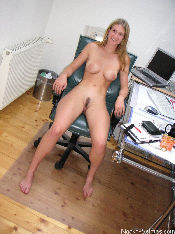 Nackte Frau Im Büro