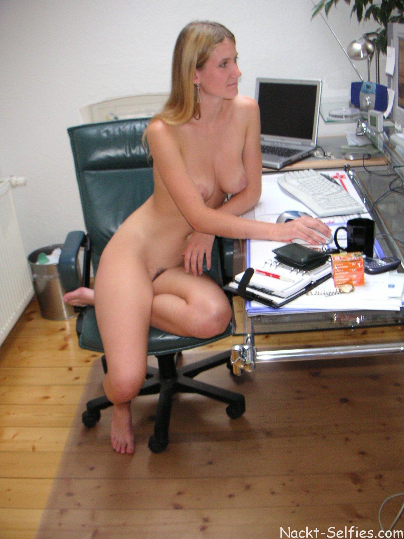 Nackt Im Büro
