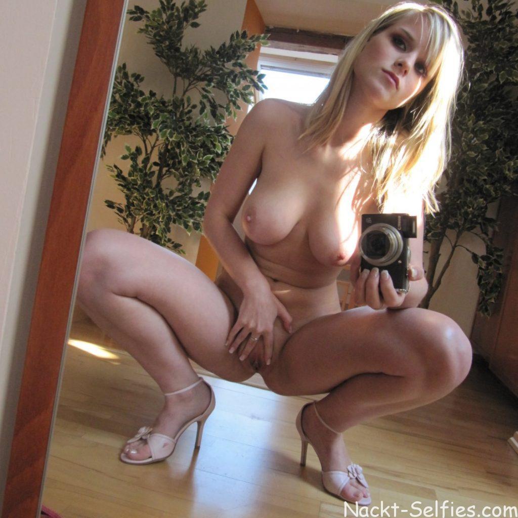 marry_18jahre-versautes-selfie-nackt-03