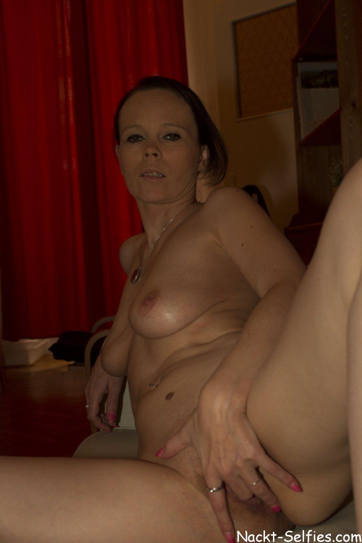 privates Nacktbild 08 von Milf Kathleen