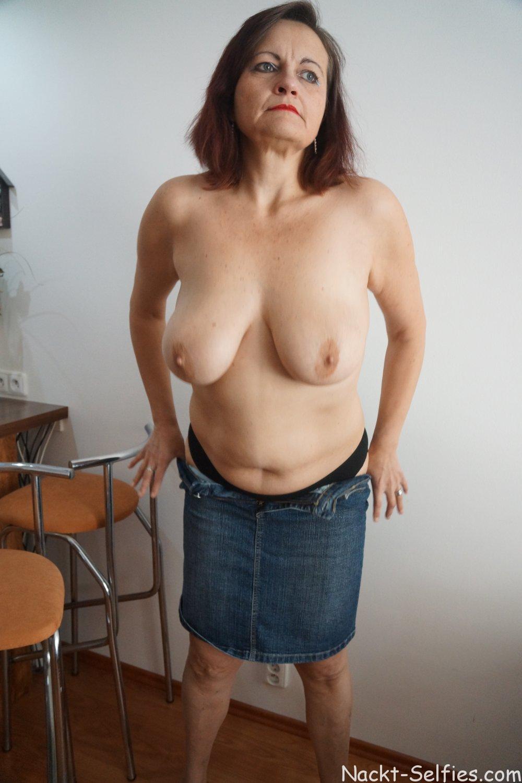Mutti macht sich nackt Barbara 01