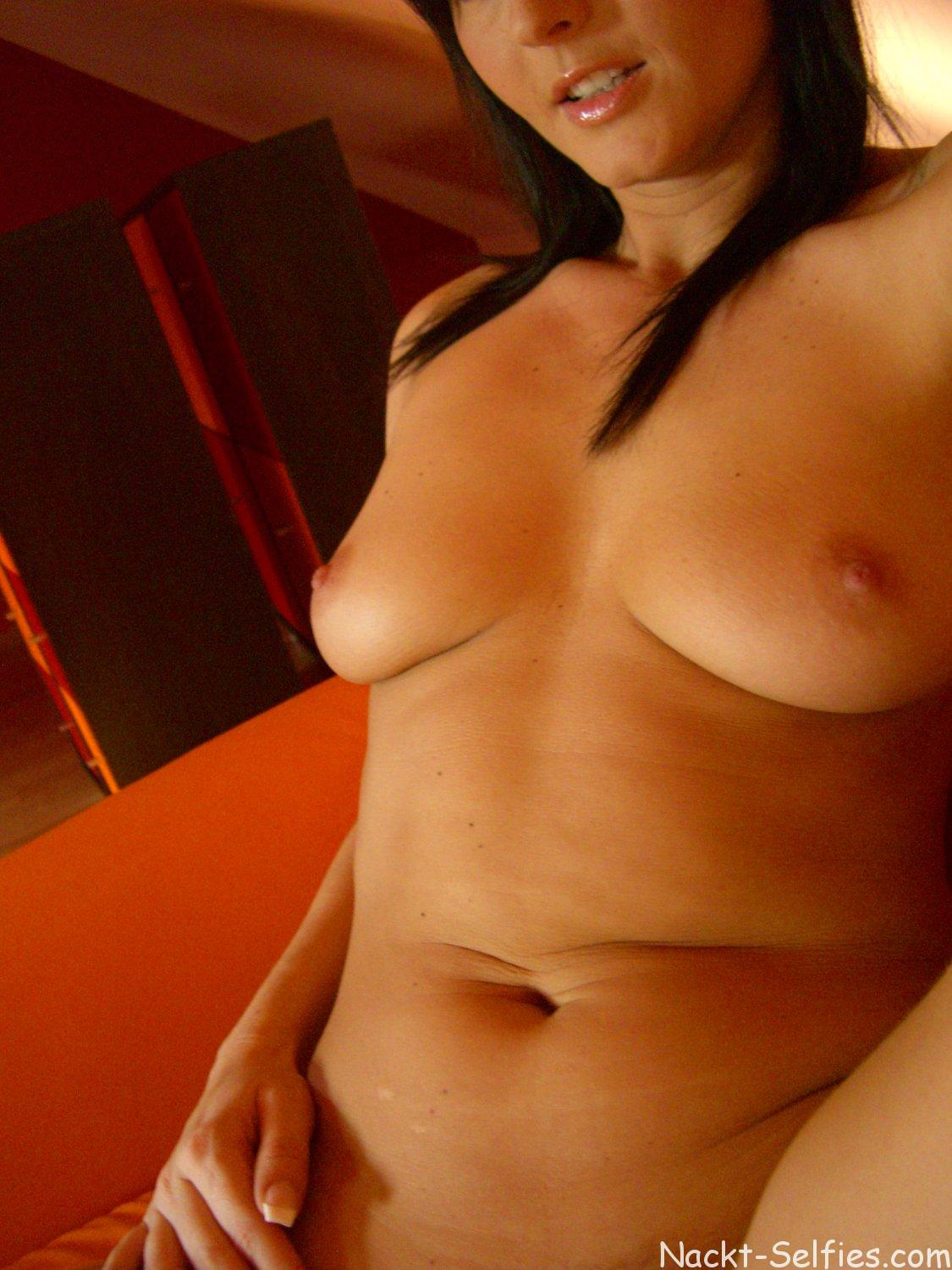 Nackt Pic geiles Luder Cindy 09