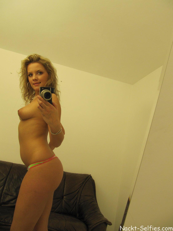 Nackt Self Shot junge Frau Dorothea 01