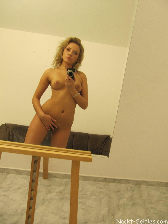 Nackt Self Shot junge Frau Dorothea 06