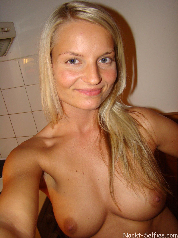 Nackt Selfie geile Studentin Karoline 02