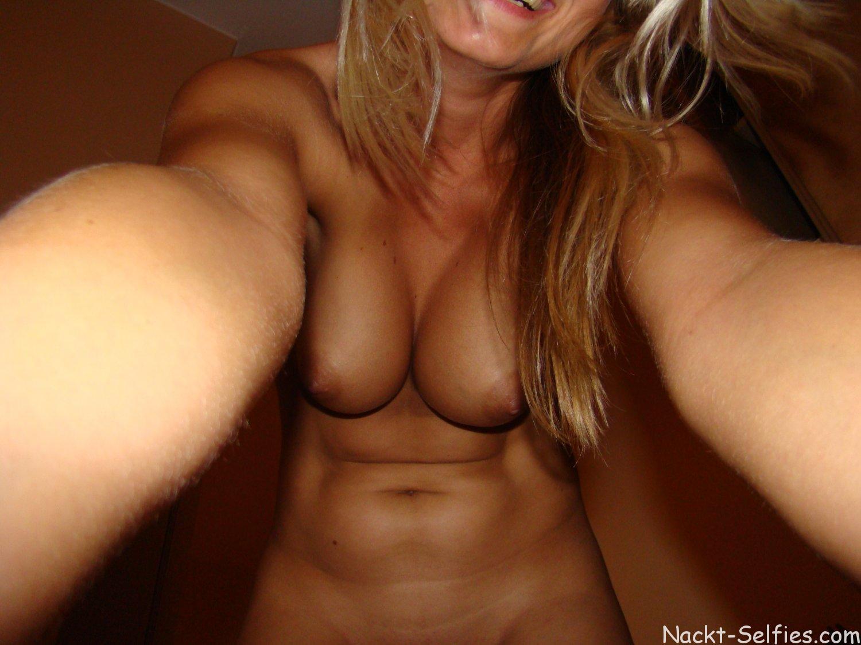 Nackt Selfie geile Studentin Karoline 08