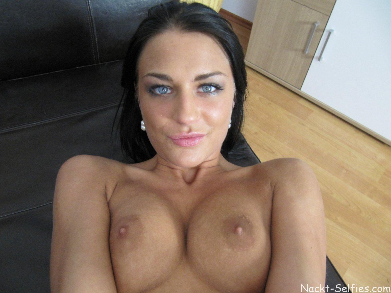 Nackt Selfie Mädchen Lucia 01