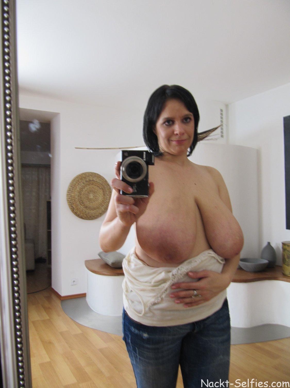Nackt Selfie riesige Hängetitten 03