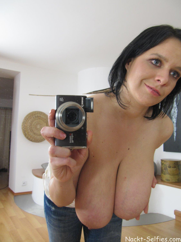 Nackt Selfie riesige Hängetitten 04