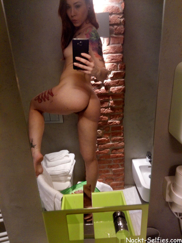 Nackt Selfie 010 von tätowierter Sanie