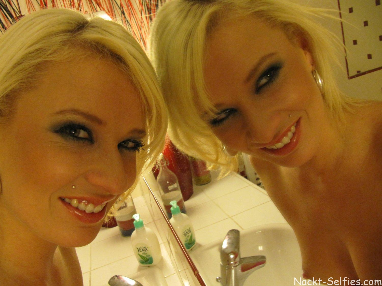 Nackt Selfies Blondine Carolin