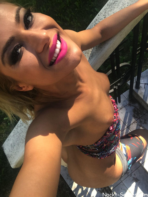 Nackt Selfie 02 im Freien von Outdoor Schlampe Nika