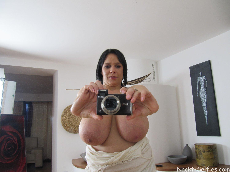 Nackt Selfies riesige Hängetitten