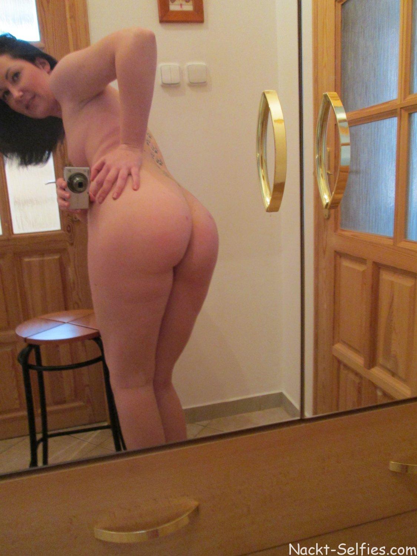 Nackt Selfshot junge Hausfrau Lera 08