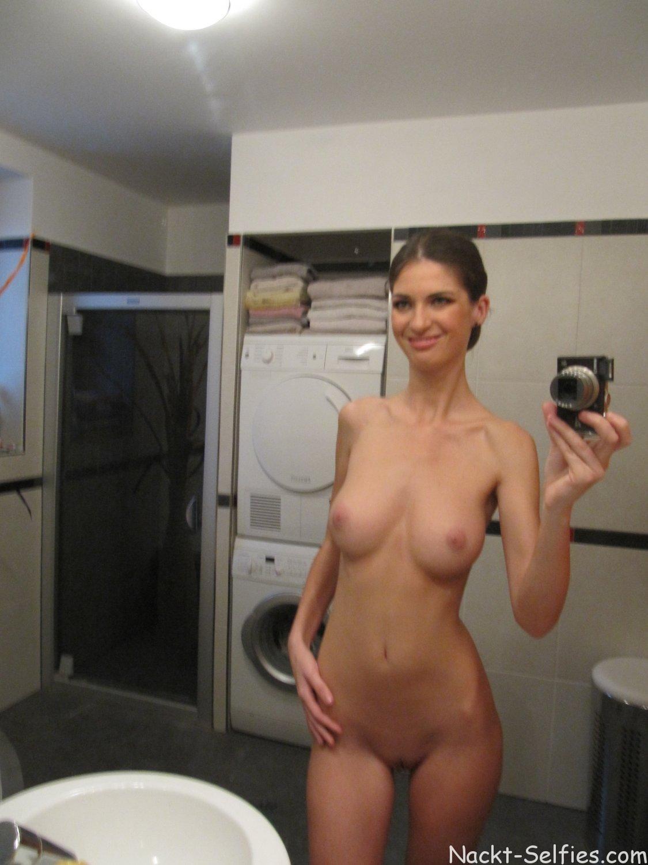 Nackt Selfshot vor dem Spiegel Mary 02