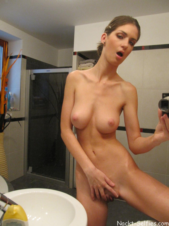 Nackt Selfshot vor dem Spiegel Mary 07