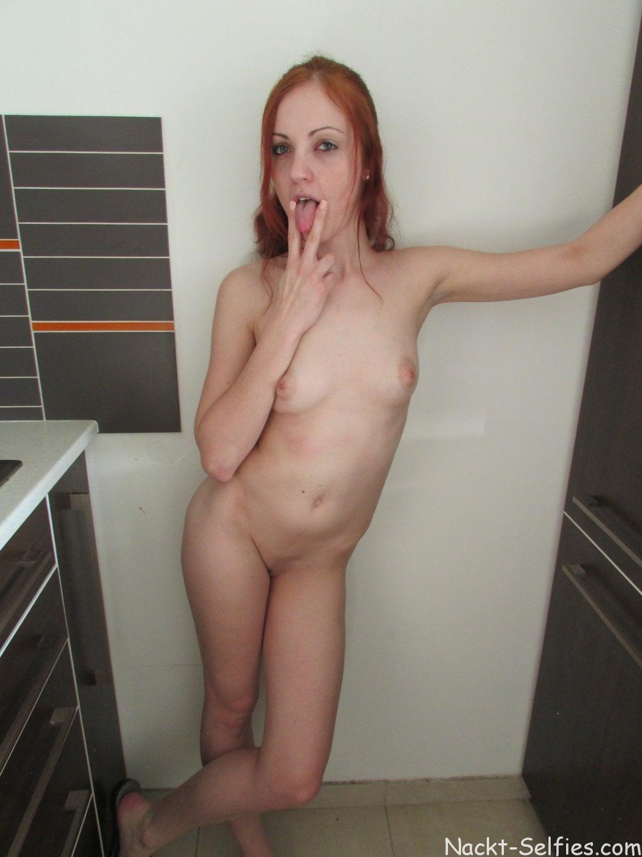 Nacktbild rothaarige Studentin Diana 01