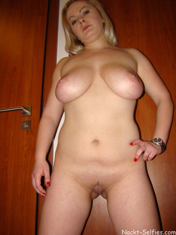 Nackte Blondine Anika dicke Titten 07