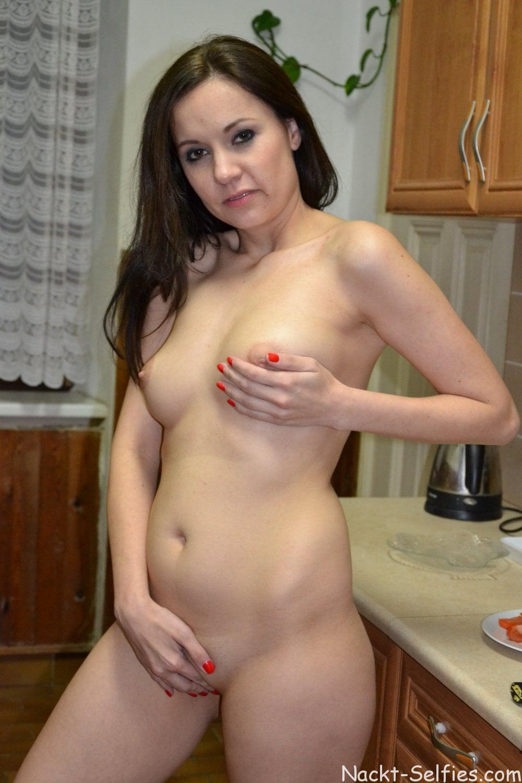 Nackte Hausfrau Andrea privat Foto 05