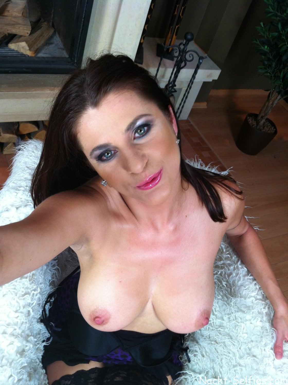 Nackte MILF Sonya privates Selfie 01
