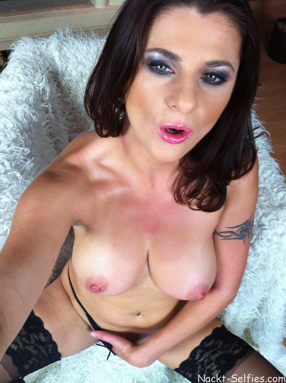 Nackte MILF Sonya privates Selfie 03