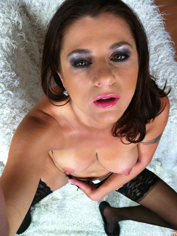 Nackte MILF Sonya privates Selfie 04