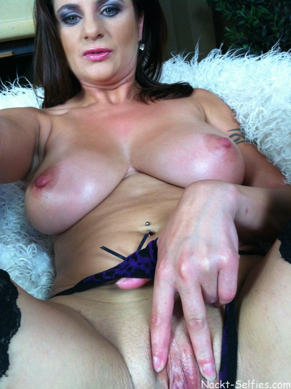 Nackte MILF Sonya privates Selfie 05