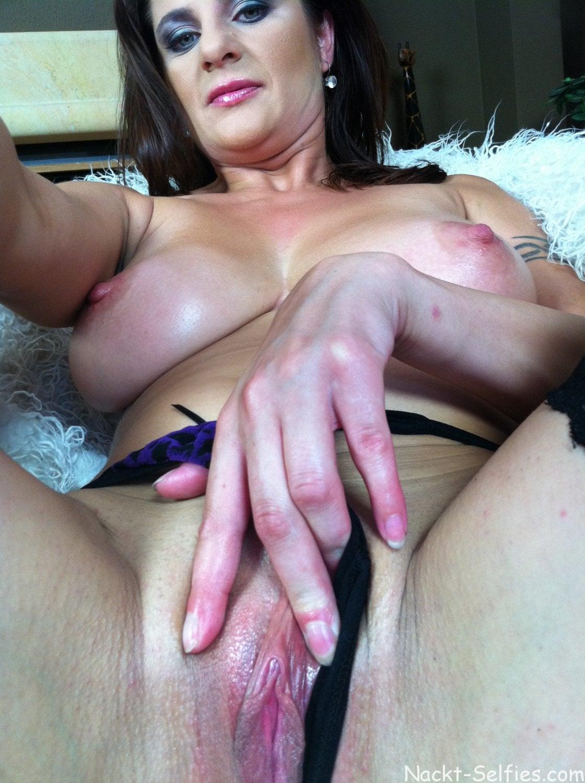 Nackte MILF Sonya privates Selfie 06