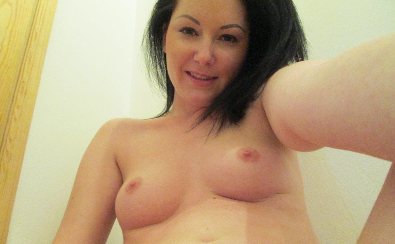 Nackte Selfshots junge Hausfrau Lera