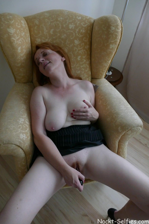 Nacktfoto rothaarige Milf Jana 010