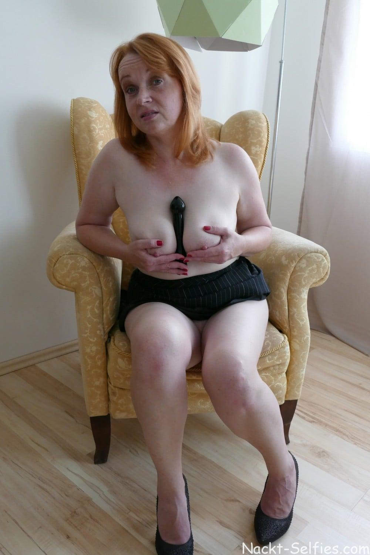 Nacktfoto rothaarige Milf Jana 04