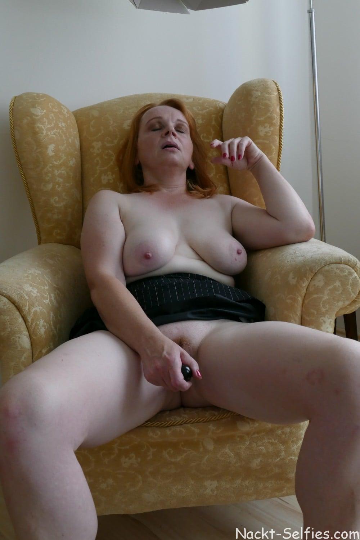 Nacktfoto rothaarige Milf Jana 06