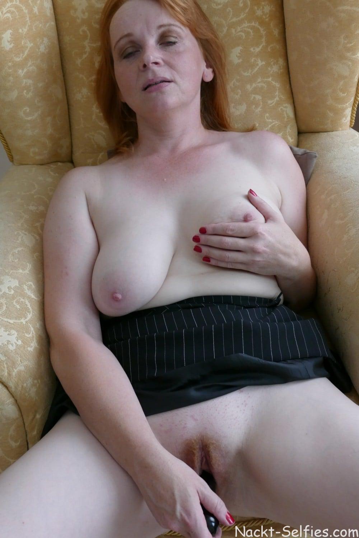Nacktfoto rothaarige Milf Jana 09