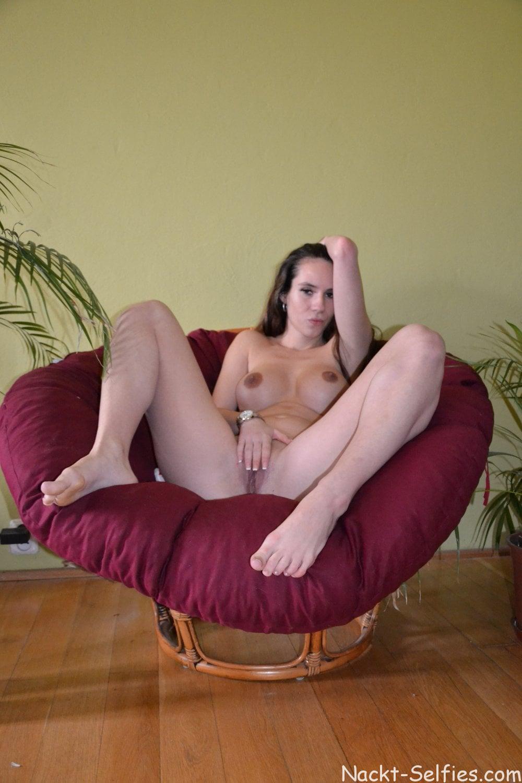Nacktfoto von Studentin Valentina 01
