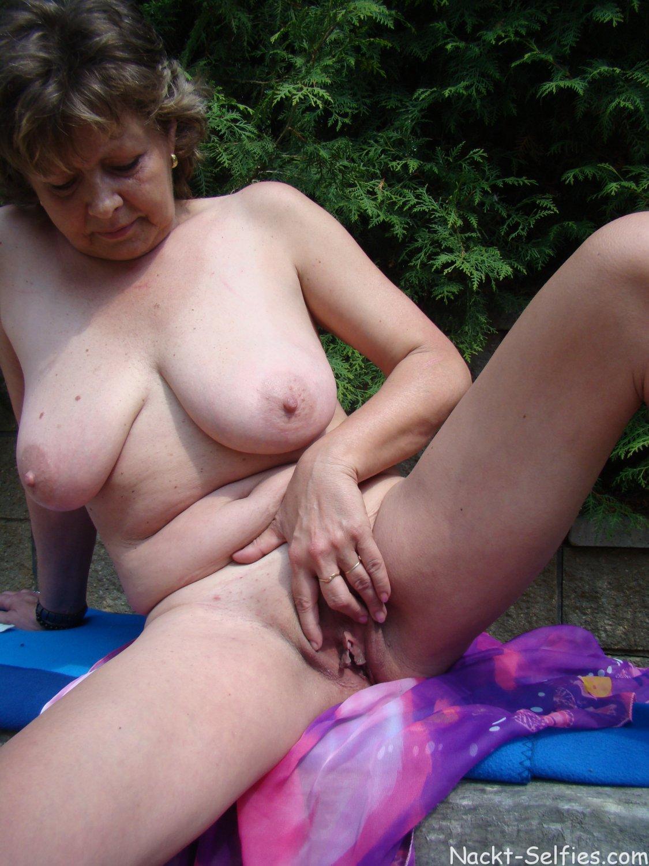 Oma Nacktbild reife Fotze Doris 06