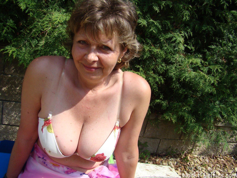 Oma Nacktbilder reife Fotze Doris
