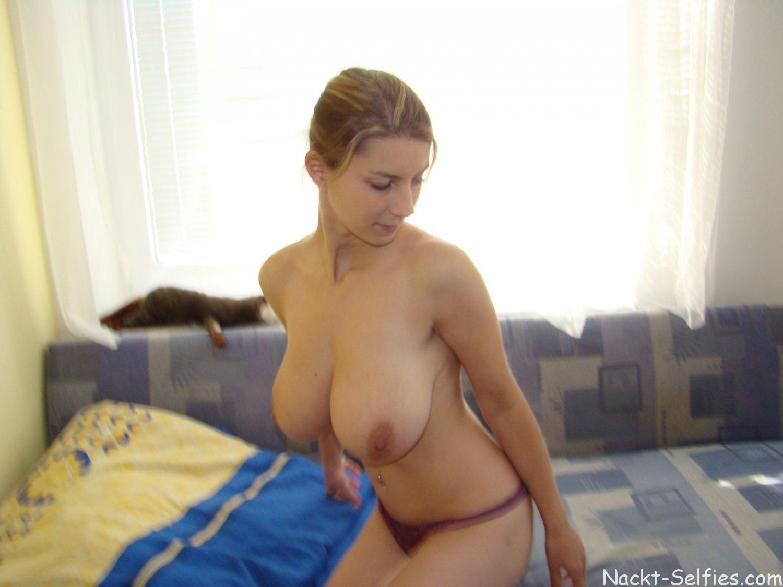 Privates Nacktbild Kathy große Naturtitten 03
