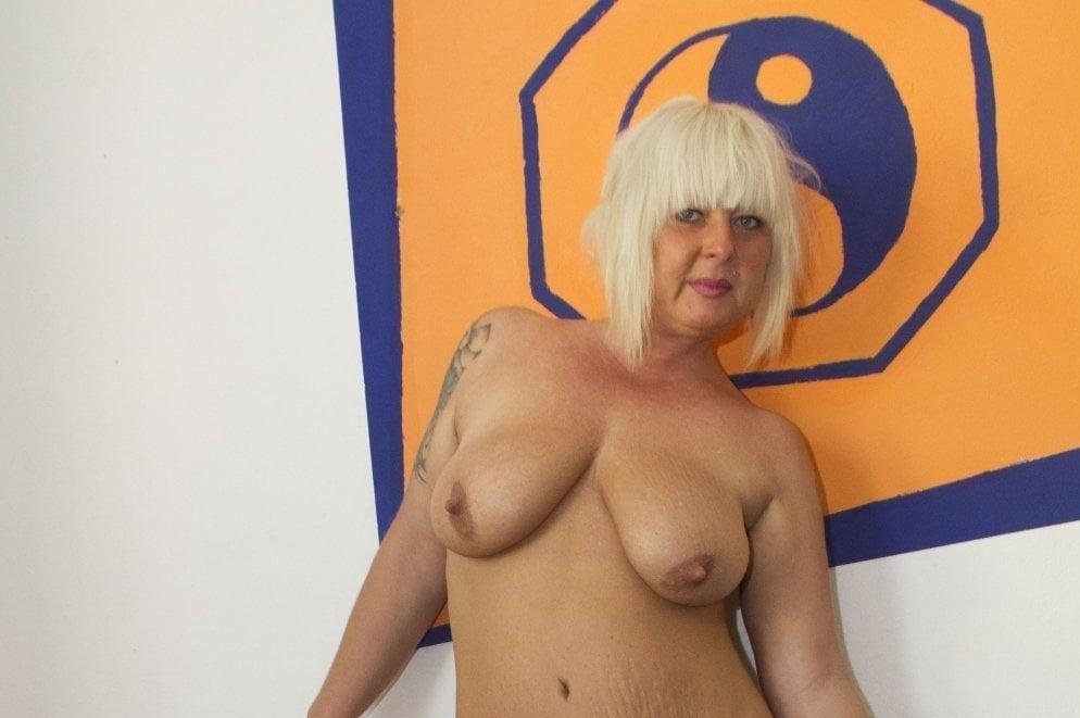Reife Nacktbilder geile Milf Moni