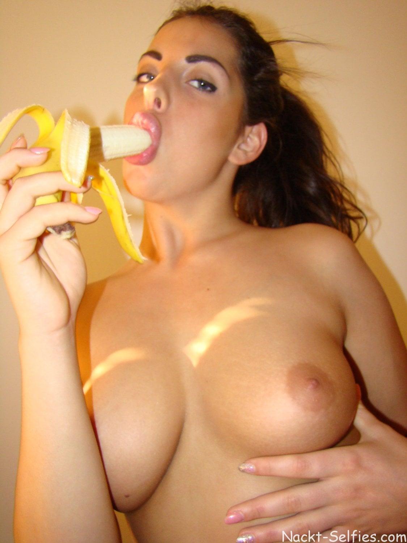 Sexbild mit Banane Teen Marina 05